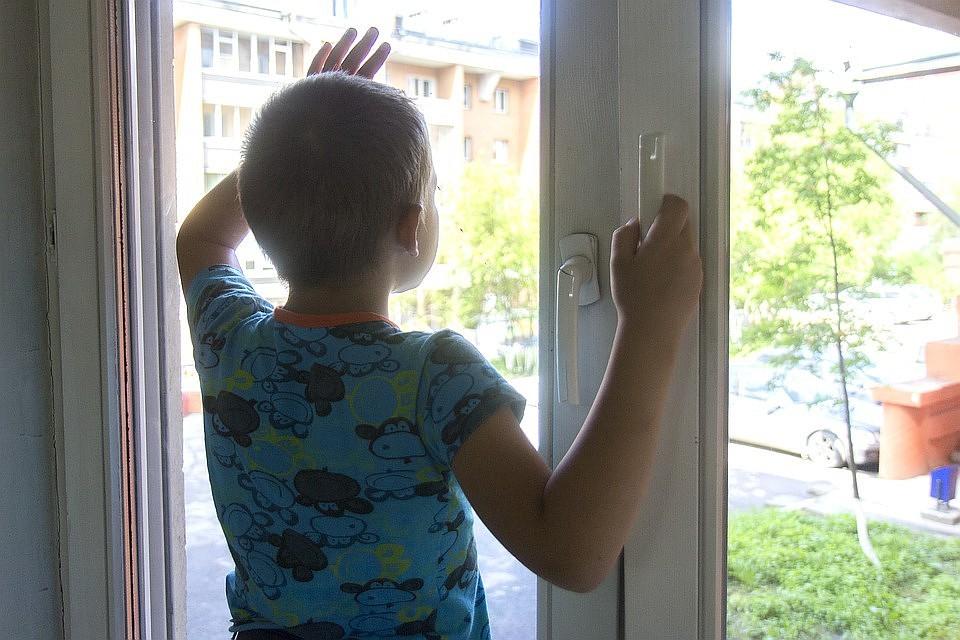 ВПерми 3-летний ребенок выпал изокна 2-го этажа