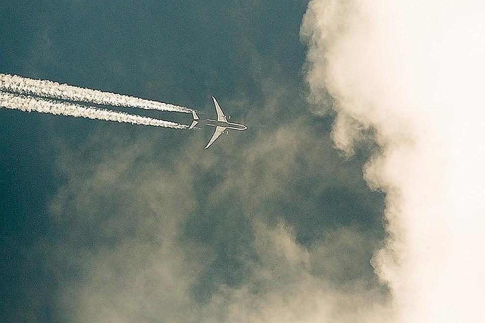 Самолет лопнул пополам! Пассажир снял авиакатастрофу навидео