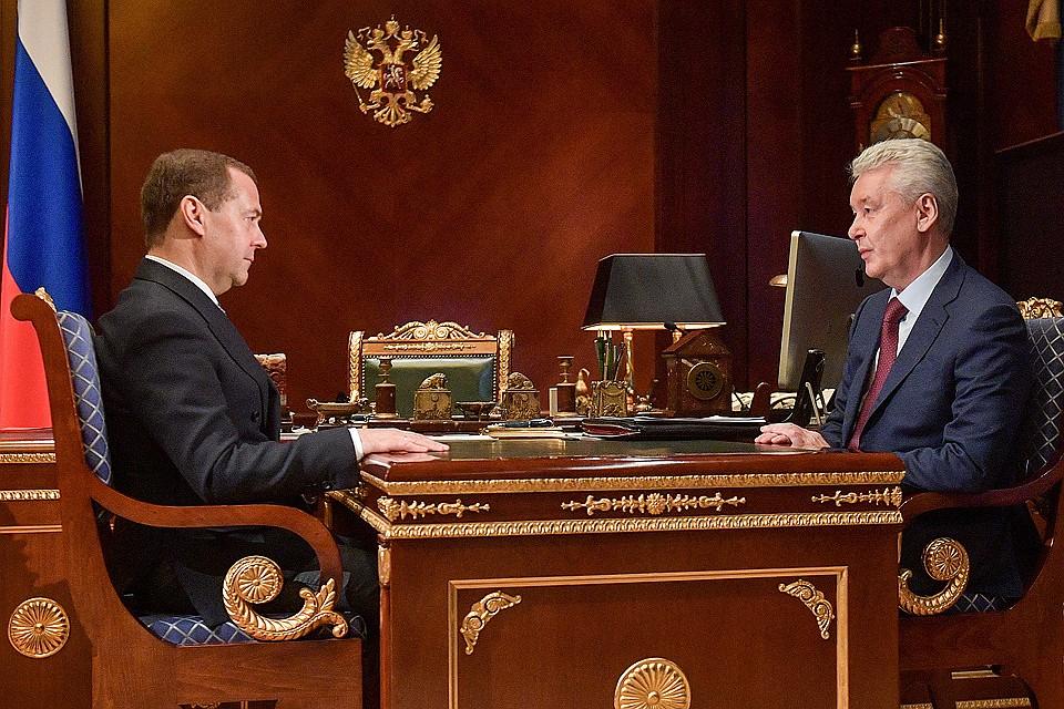 Премьер-министр РФ Дмитрий Медведев и мэр Москвы Сергей Собянин во время встречи в подмосковной резиденции'Горки