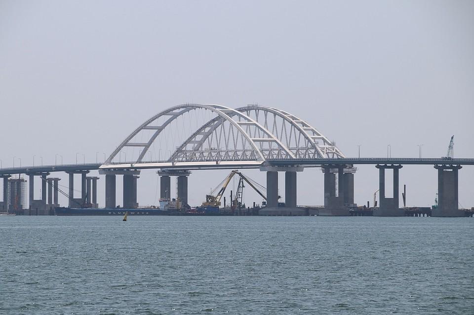 Неменее 770 тыс. транспортных средств проехало поКрымскому мосту летом