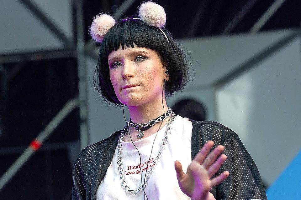 Организатор отмененного концерта Монеточки обвинил ееволжи имеркантильности