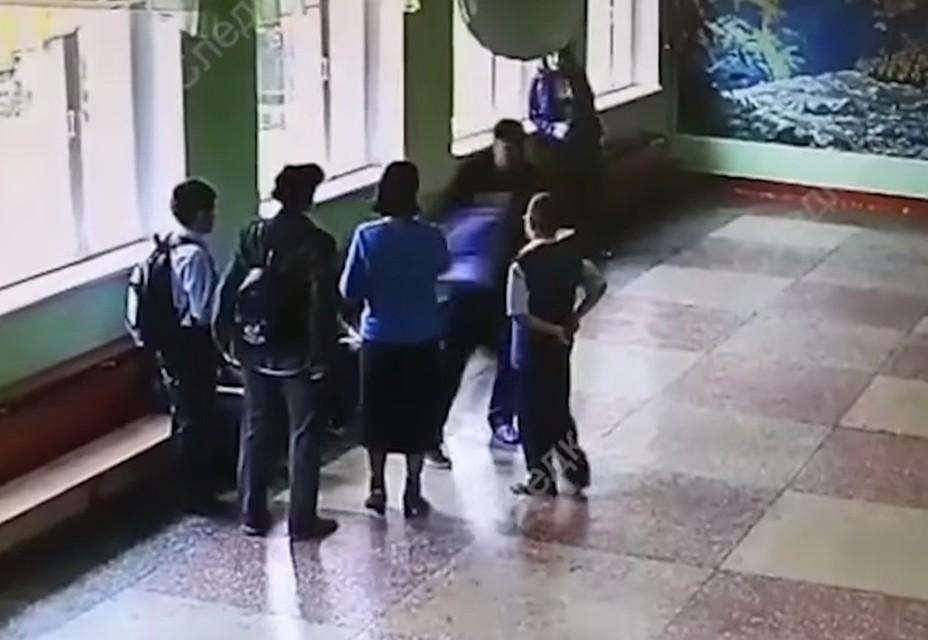 Мужчина избил пятиклассника вшколе
