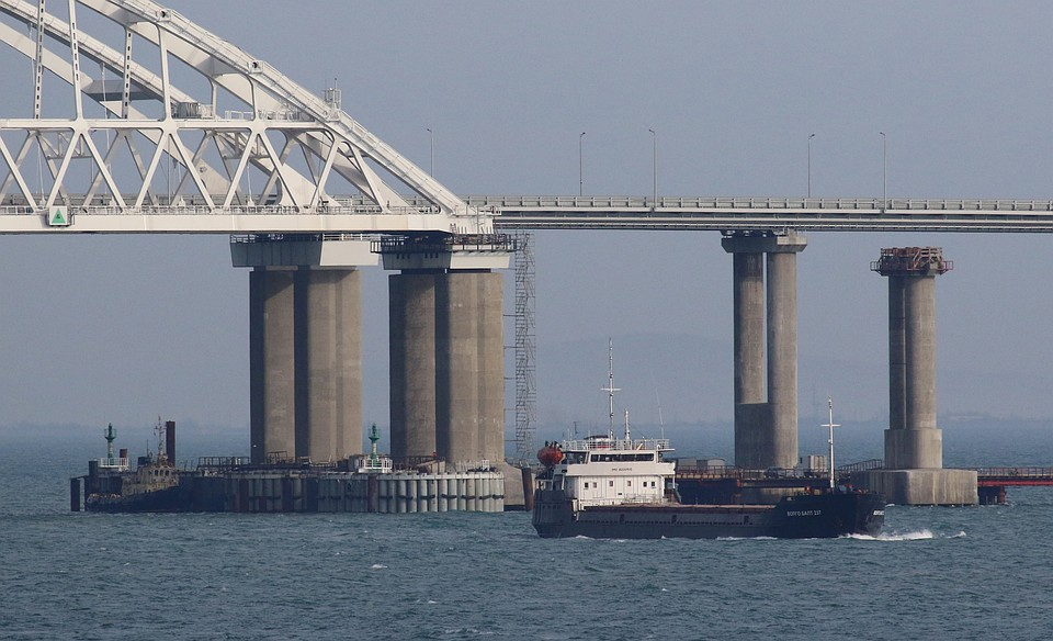 Киев признал свободное судоходство в Керченском проливе