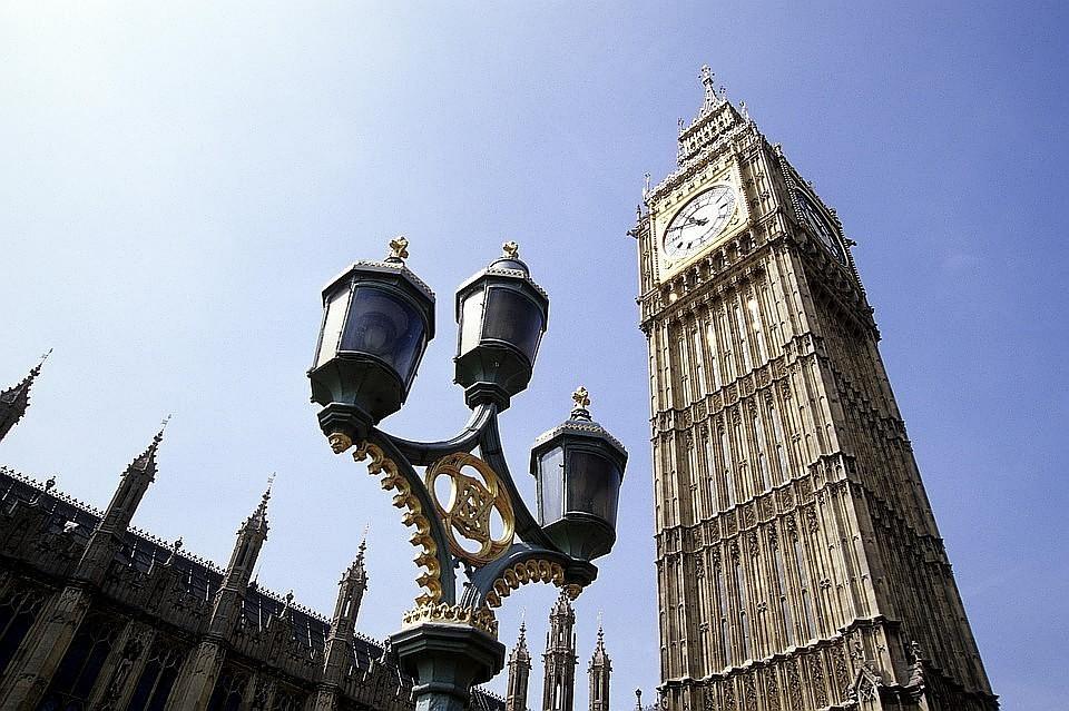 Британский парламент проведет срочные дебаты из-за переноса голосования по Brexit