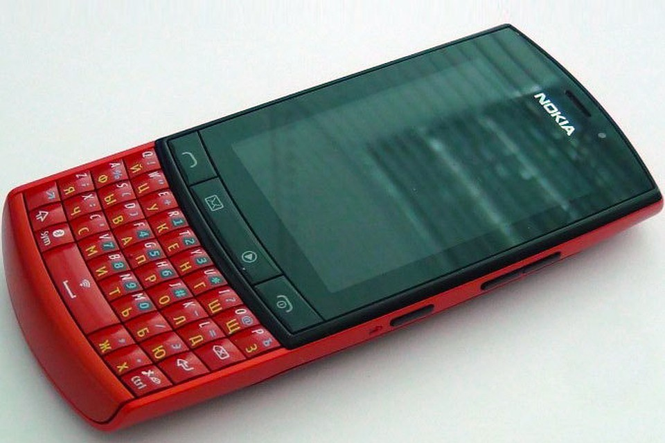 Телефон с сенсорным экраном и кнопками