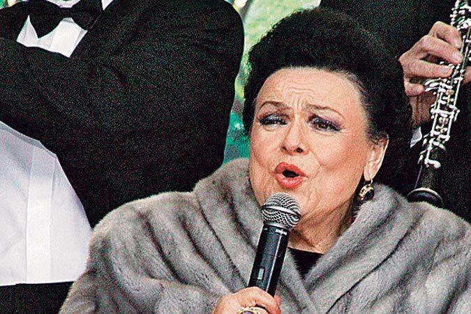 Людмила Зыкина всегда была окружена множеством поклонников и покровителей. фильм приоткроет завесу тайны личной жизни певицы.