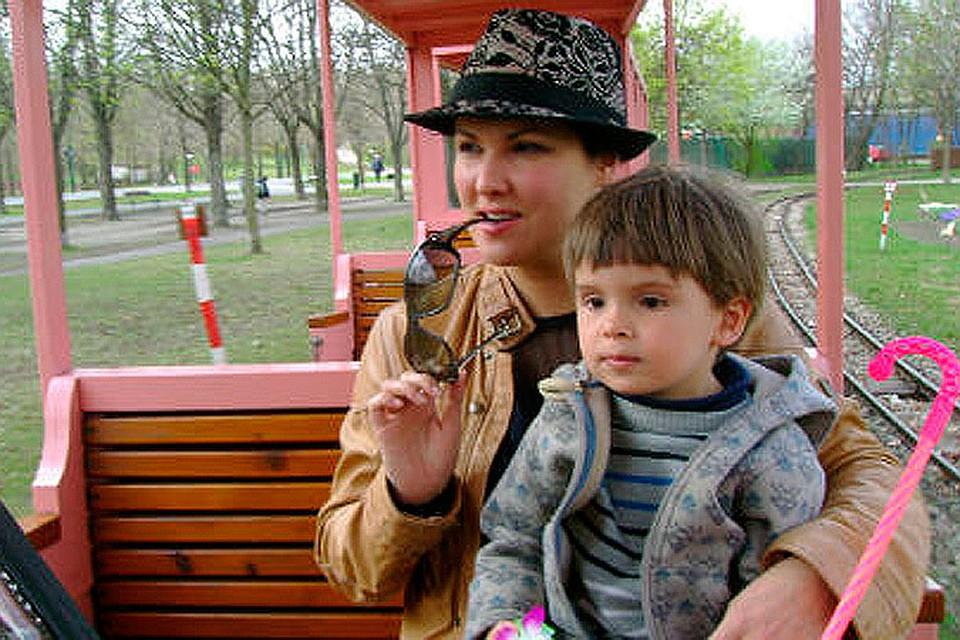 Певица с сыном Тьяго