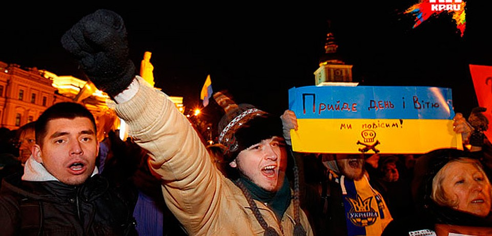 Участники митинга поймали провокаторов, разбивших окна в Киеве