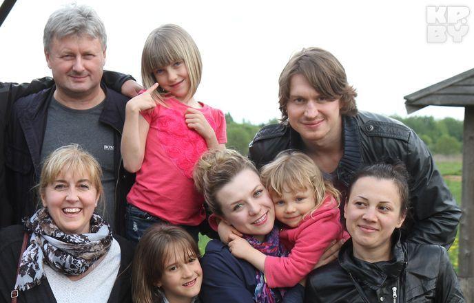 Михаил Грабовский лечит жену-канадку белорусской водкой с перцем.