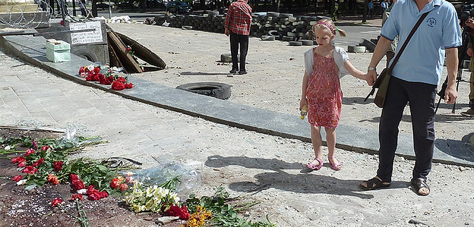 Наш спецкор Николай Варсегов чудом не попал под авиабомбежку в центре Луганска