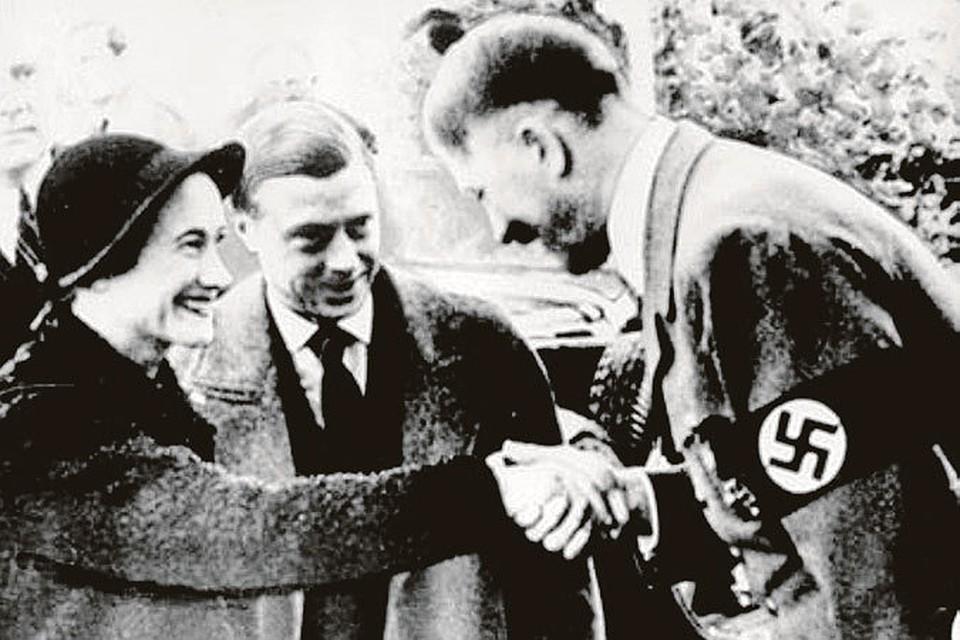Шпионивших на Германию герцога и герцогиню Виндзорских Гитлер лично принимал в своей резиденции в 1937 году. А в войну обещал восстановить Эдуарда на британском престоле в обмен на сепаратный мир.