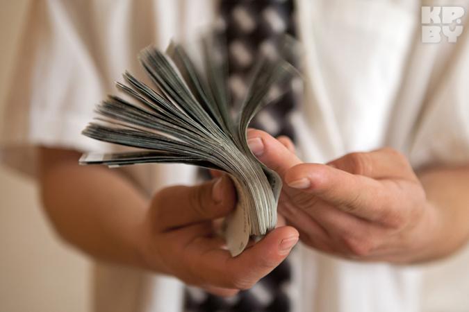 Налоговая будет узнавать, сколько валюты меняют в обменниках белорусы?