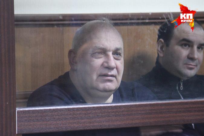 Энгельсского Папу (так за глаза называли градоначальника) обвиняли в том, что в 90-х он слишком тесно контактировал с бандитами