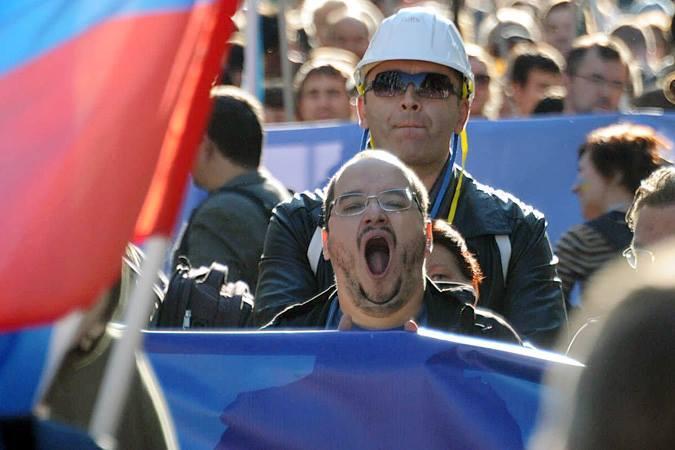 По московским бульварам прошло не менее 15, а то и все 20 тысяч человек