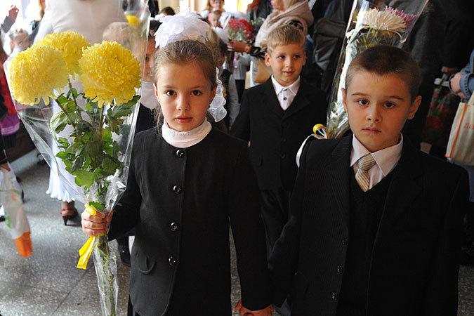 С задержкой на месяц начался новый учебный год в ДНР
