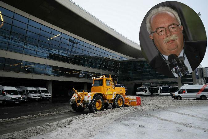 По предварительным данным, самолет «Фалькон», вылетавший из Москвы в Париж, столкнулся со снегоуборочной машиной