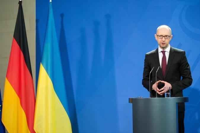 Украинский премьер не видит разницы между гитлеровской и нынешней Германиями