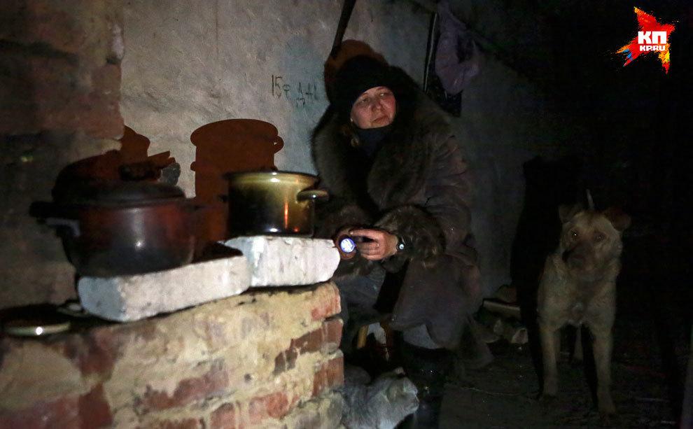 Татьяна живет в подвале с начала войны. Ее квартира разрушена. Фото: Нигина БЕРОЕВА