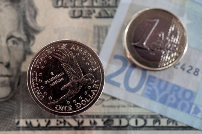 Биржевой курс доллара в среду пробил отметку в 75 рублей