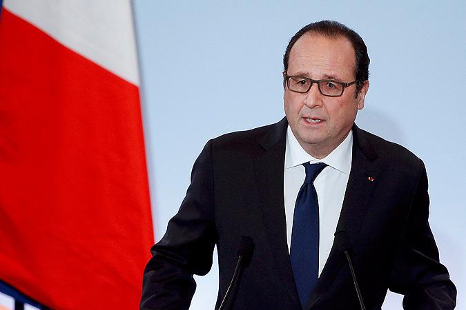 Президент Франсуа Олланд ввёл во Франции чрезвычайное экономическое положение. В числе конкретных мер Парижем объявлено о выделении на борьбу с безработицей 2 млрд евро.