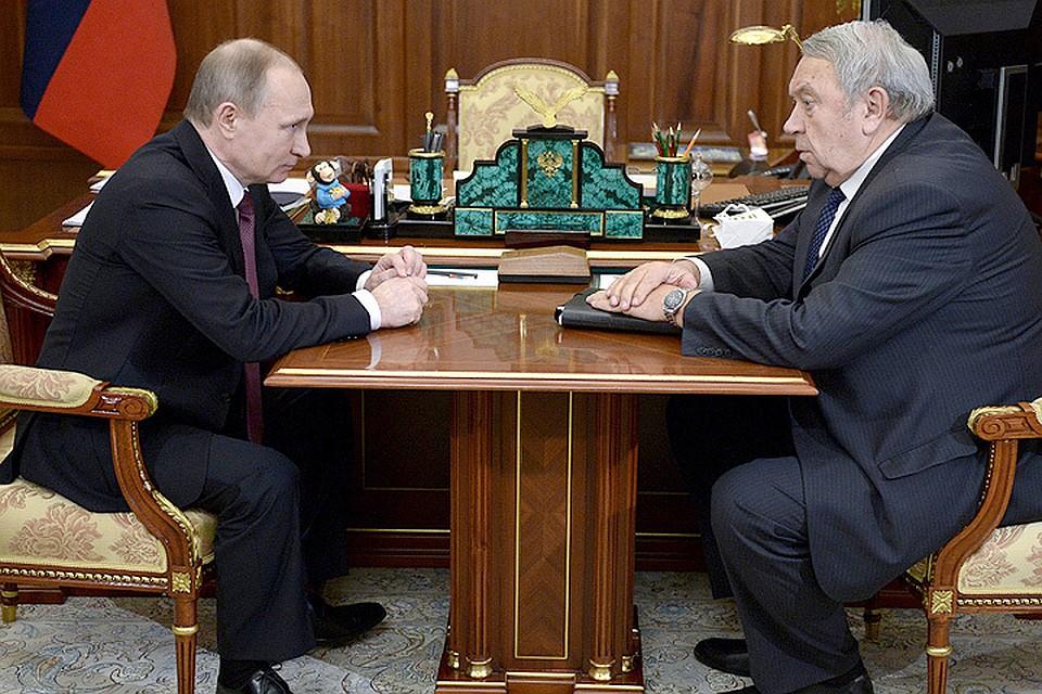 Президент России Владимир Путин и президент Российской академии наук (РАН) Владимир Фортов во время встречи в Кремле.