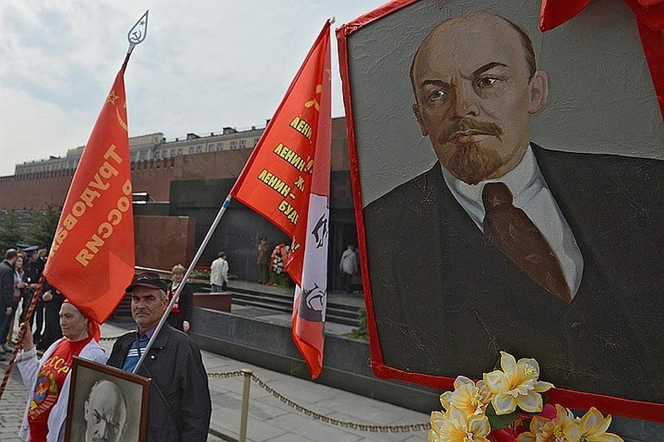 Россияне считают, что Ленина пора вынести из Мавзолея