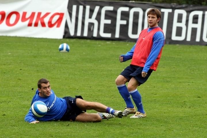 Кержаков и Саенко на тренировке за три года до описываемых событий