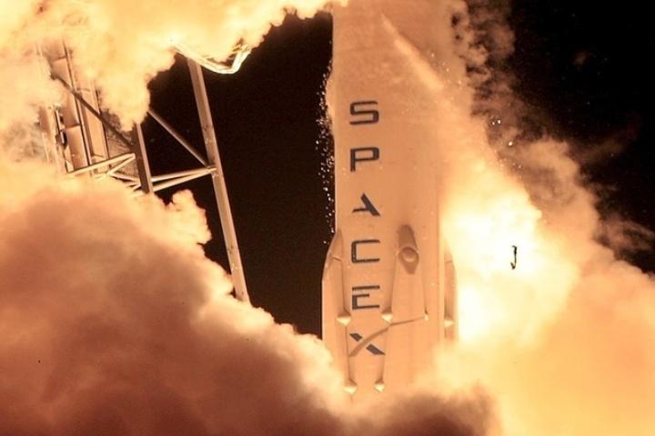 Старт ракеты-носителя Falcon 9 с коммуникационным спутником SES-9  с космодрома во Флориде
