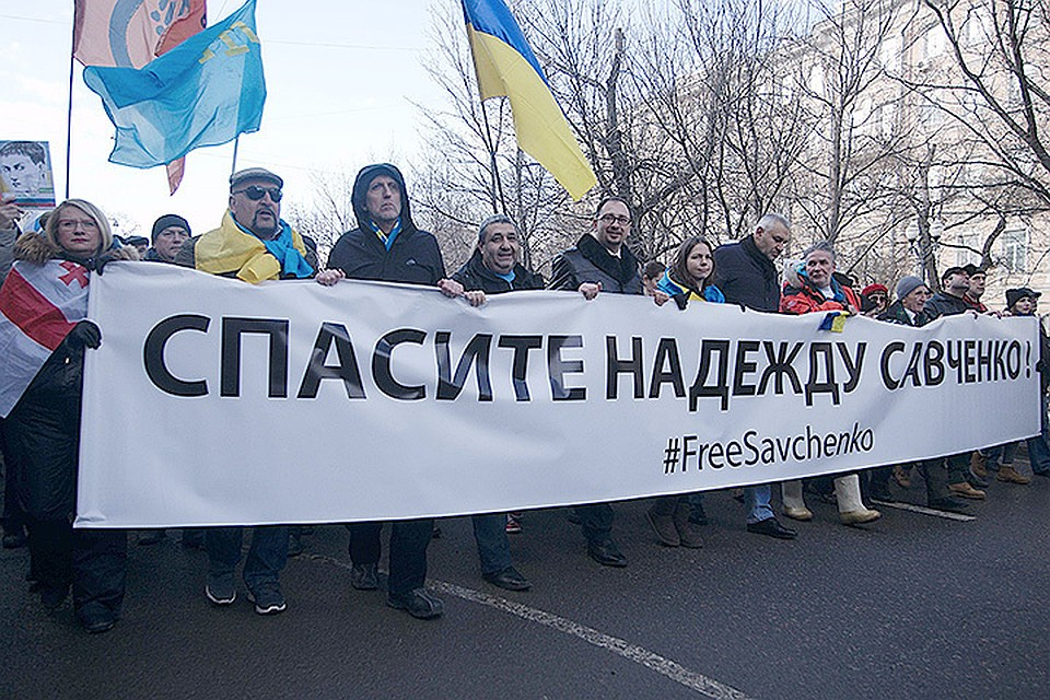 Удивительно избирательная скорбь у группы поддержки Надежды Савченко. Они готовы, в случае смерти «летчицы», эмигрировать на Украину. Фото: Zuma/TASS