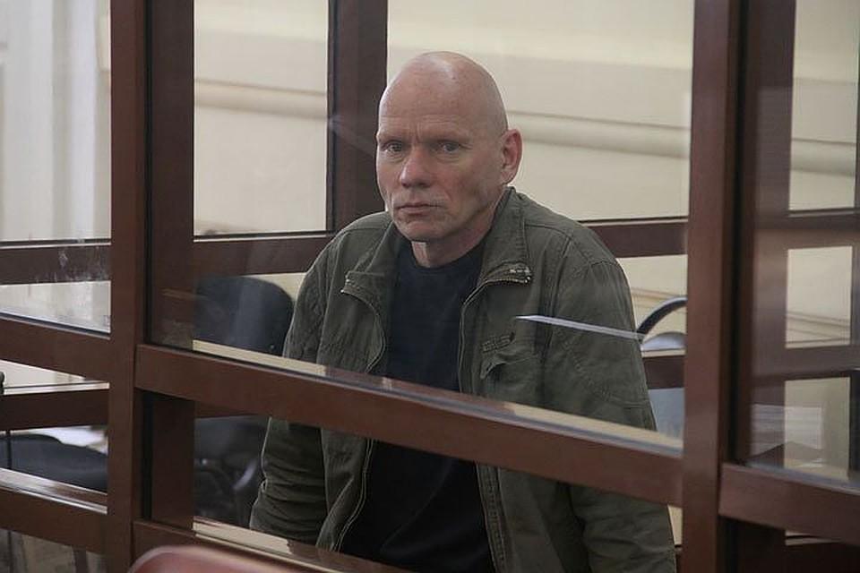 Обвинитель требует пожизненного срока для обвиняемого вубийстве супруги идетей