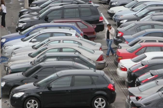 """Машины, припаркованные без номеров, будут штрафовать Фото: архив """"КП"""""""