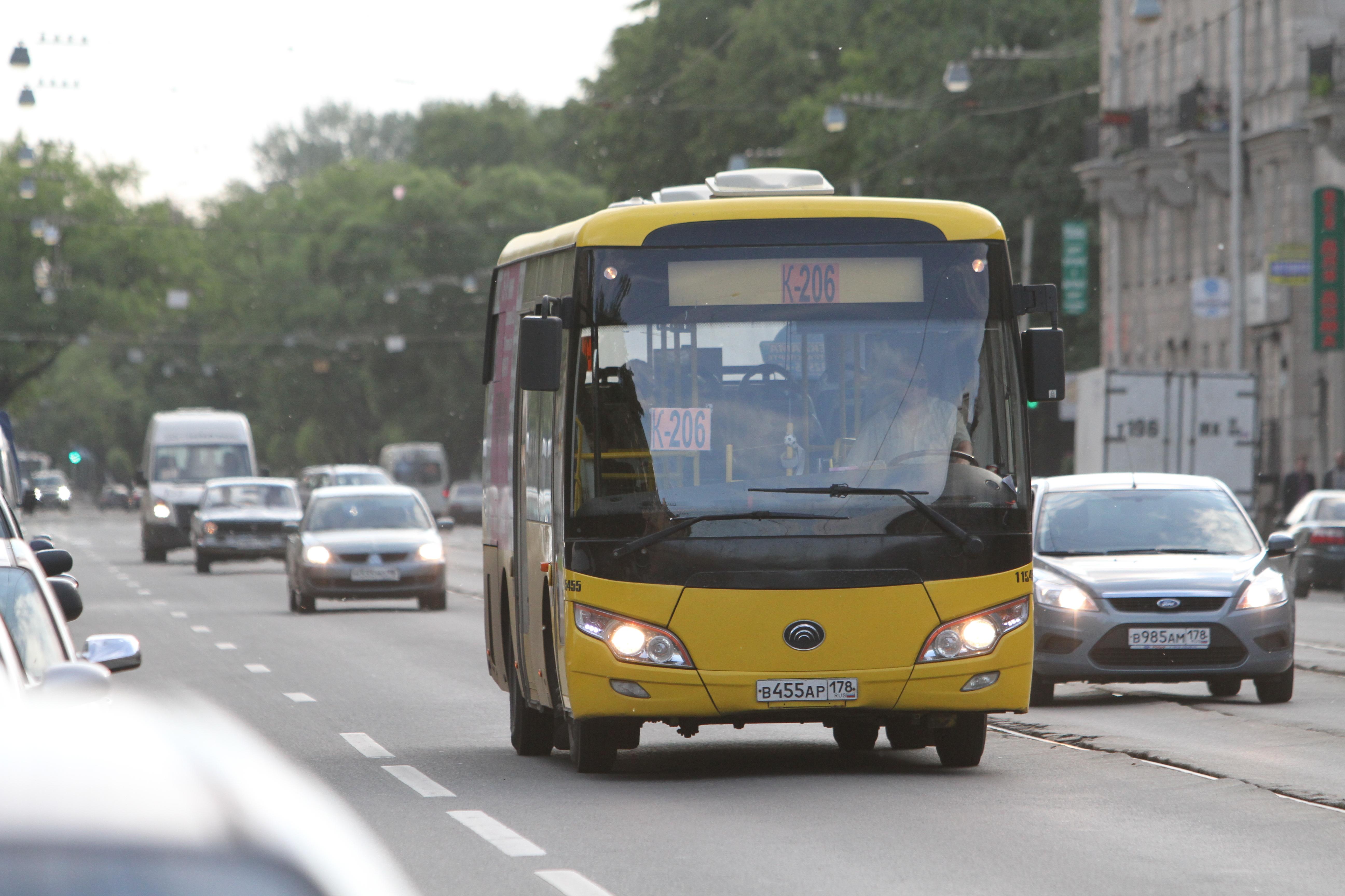Маршрутки пришли в Петербург как временный транспорт