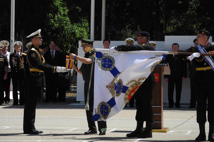 Морпехов прибыл поздравить в Крым министр обороны России Сергей Шойгу.