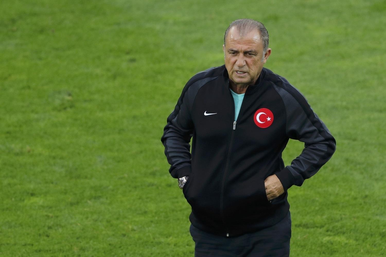 Турецкая сборная проиграла оба матча на Евро-2016.