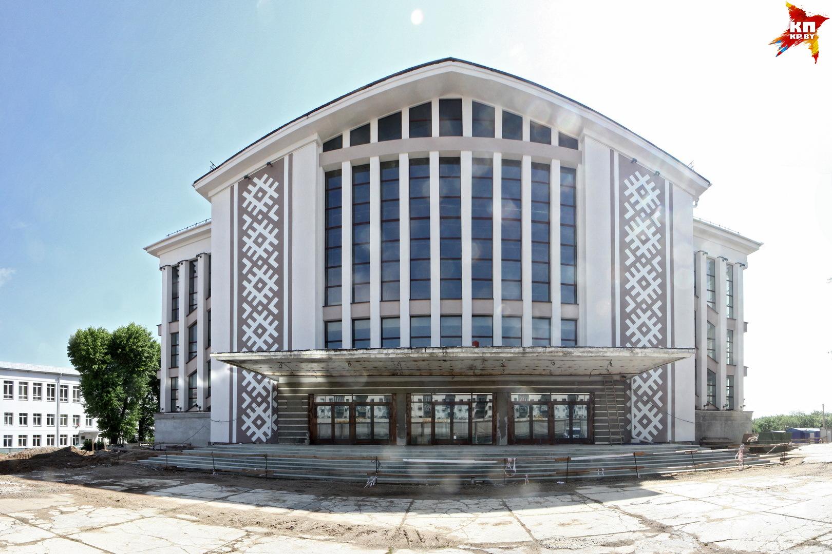 """Белорусский орнамент украсил ДК """"Лошицкий""""."""