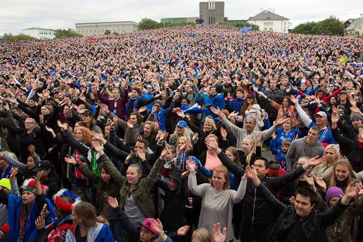 Эмоции исландских болельщиков. Фото: sports.ru