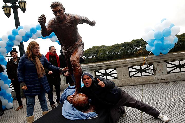 В Буэнос Айресе поставили статую капитана национальной футбольной сборной