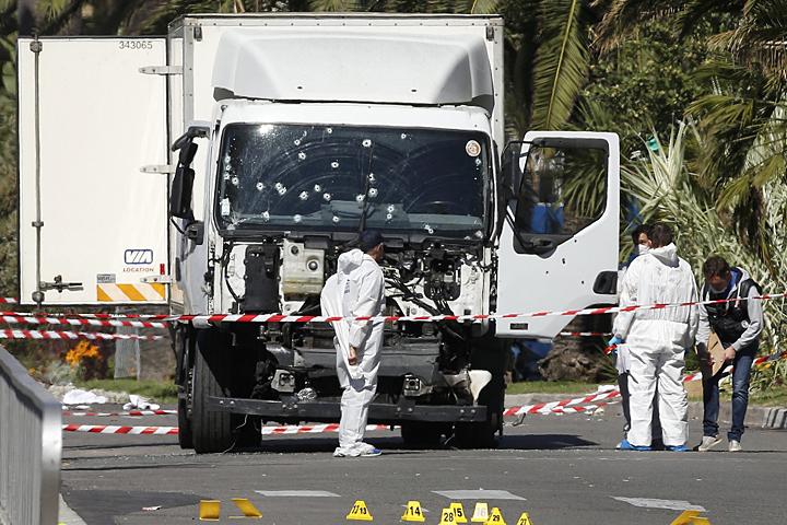 Идеальная, широкая набережная, для того террориста-смертника — дави не хочу