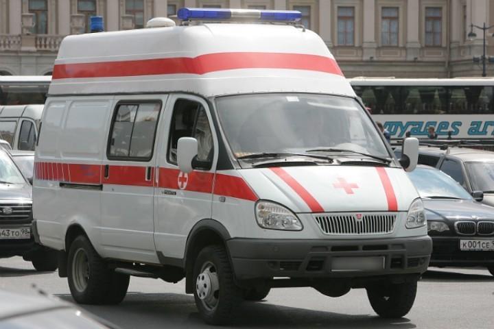 ВПетербурге разбился тринадцатилетний ребенок, упав с10-метровой высоты