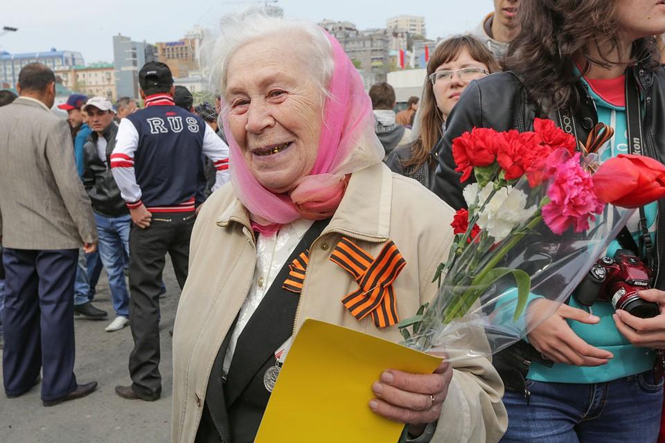 Поздравляем дорогих ветеранов и участников великой отечественной войны с наступающим праздником!