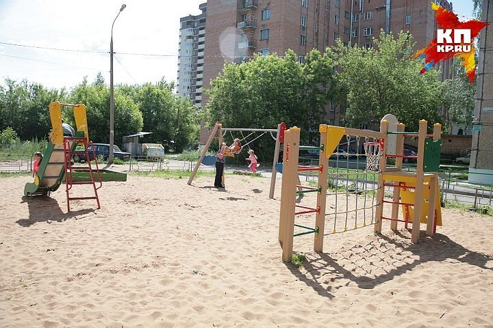 Педофил вПетербурге изнасиловал двоих школьников надетской площадке