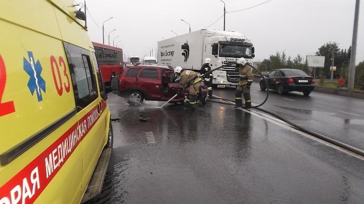 ВКазани иностранная машина наскорости протаранила автобус