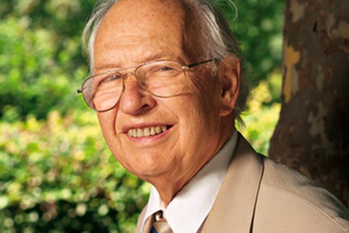 Скончался лауреат Нобелевской премии поэкономике Рейнхард Зельтен
