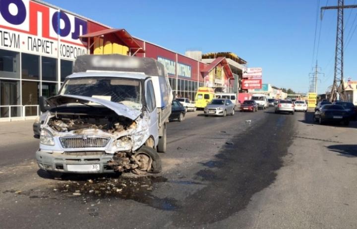 ДТП вАстрахани: Встолкновении маршрутки с«ГАЗелью» пострадали люди