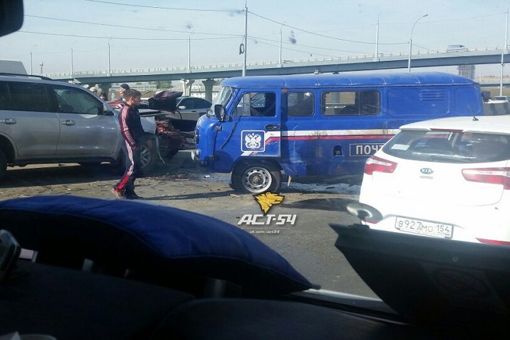 Серьёзная авария сучастием трёх авто произошла наулице Большевистской