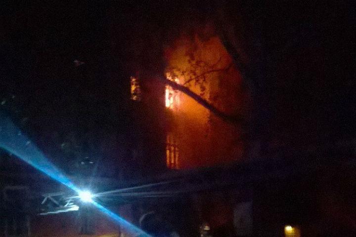 ВКронштадте изгорящего дома эвакуировали 26 человек