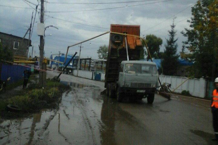 ВУфе из-за дорожно-траспортного происшествия с«КамАЗом» повреждены газопровод иэлектроопора