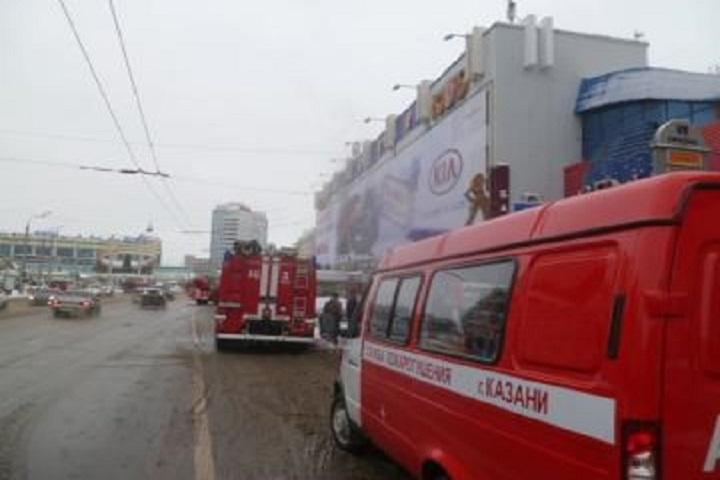 Вцентре Казани горела вывеска на помещении спортивного магазина