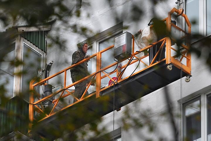 Житель Украины умер при падении лифта с сотрудниками в столице России