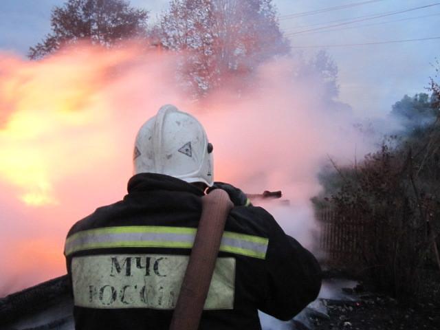 Дом, сарай игараж сгорели вдеревне под Алексином